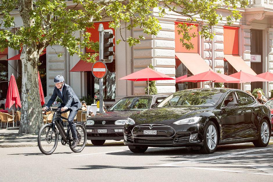 Stomer ST2 und Tesla